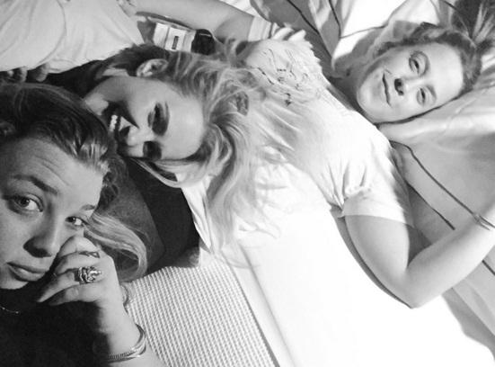 Звездный девичник: Хайден Панеттьери опубликовала забавное селфи с подругами